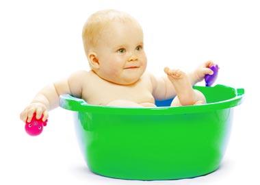 Baby i grøn balje