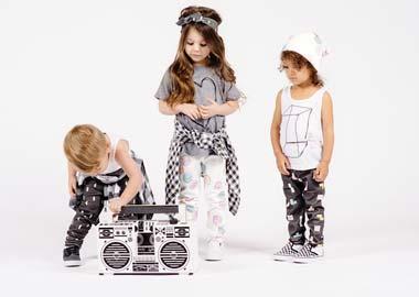 3 børn med ghettoblaster