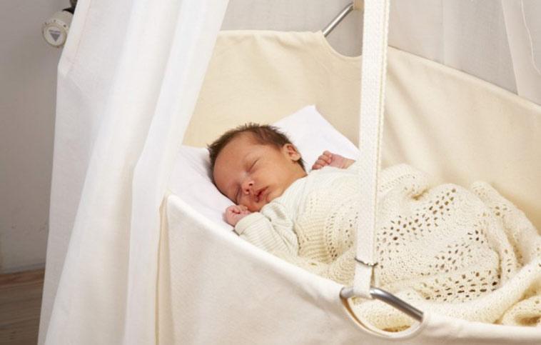 baby sover i leander vugge
